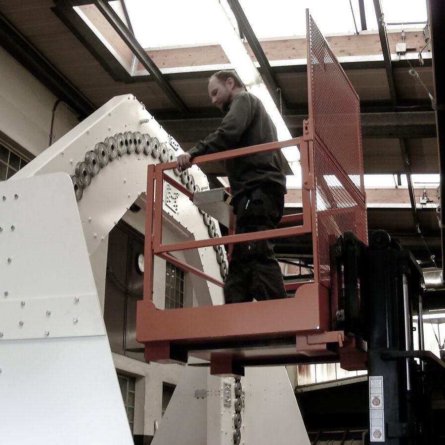 steeger-flechtmachinen-leistungen-horizontalflechtmaschinen-hebebuehne